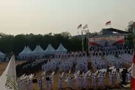 [Video] Parade Bendera Tauhid di Milad FPI ke 21